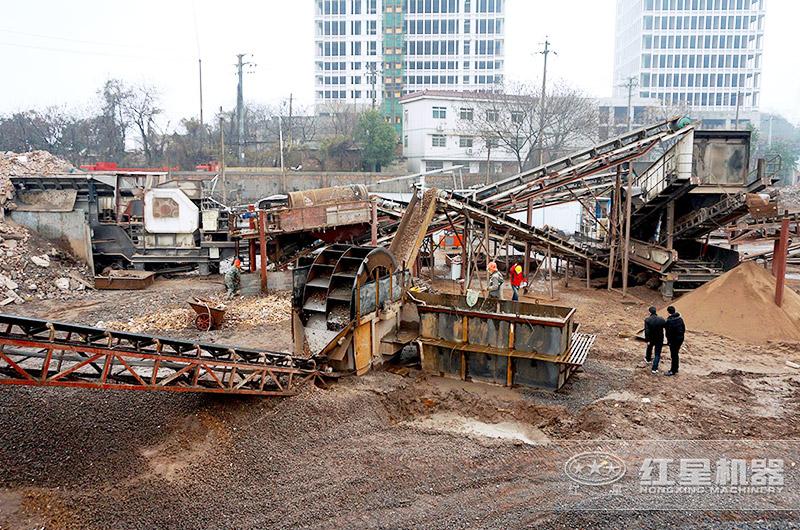 移动破碎机处理建筑垃圾现场