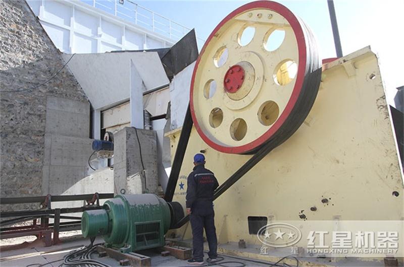 大型颚式破碎机设备安装现场
