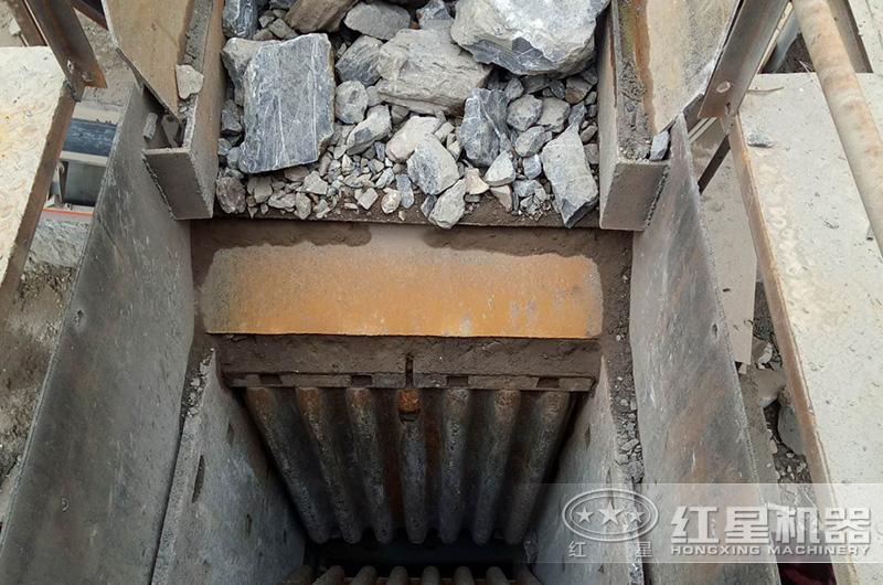 颚式破碎机的超大进料口,可破碎较高硬度的石料