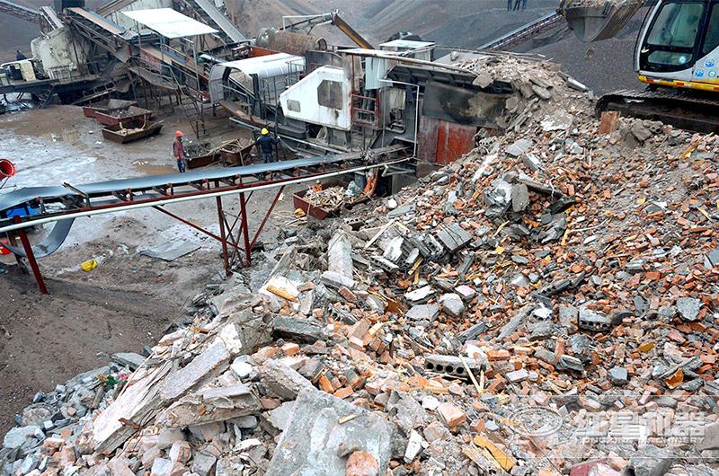 废弃混凝土移动破碎机生产现场